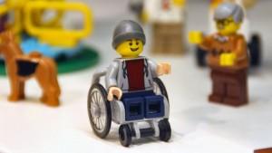 Noile figurine cu dezabilitati propuse de Lego