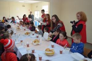 "Crucea Rosie Romana lanseaza proiectul ""Mese calde pentru copii defavorizati"""