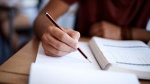 """Ministerul Educatiei a lansat in dezbatere publica """"Optiunile de educatie si formare profesionala ale absolventilor de clasa a VIII-a"""""""