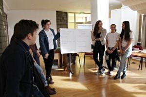 """Salvati Copiii lanseaza editia 2016 a concursului privind Drepturile Copilului - """"Opinia si implicarea mea conteaza!"""""""