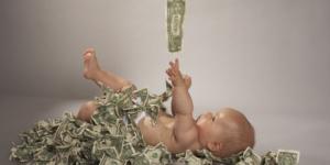 Guvernul nu va plafona indemnizatiile mamelor