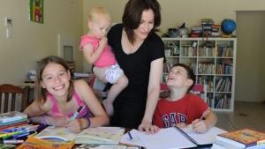 Homeschooling, intre controverse, legalitate, avantaje si dezavantaje