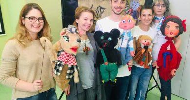 Teatru de păpuşi pentru copiii internaţi în spitalele bucureştene!