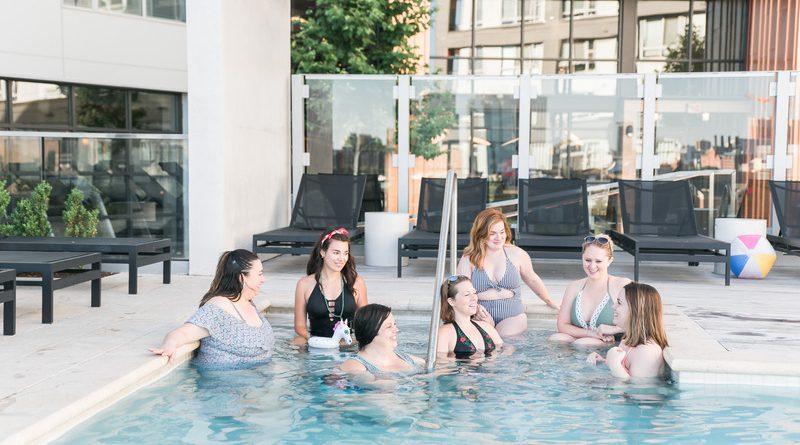La piscină în vreme de pandemie: Cât de sigure sunt înotul în bazine publice și vizitele de relaxare?