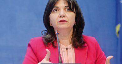 Ministrul Educaţiei lansează un apel la acţiune comună privind digitalizarea educaţiei
