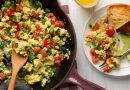 Scrambled cu legume, un mic dejun colorat