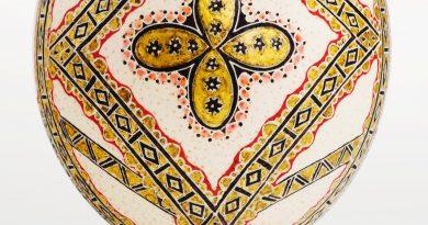 DE RÂNDUL PAȘTILOR. Expoziţie de icoane încondeiate pe ouă de struț, la Muzeul Naţional al Ţaranului Român